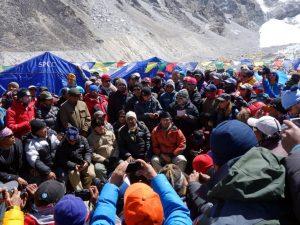 Everest 300x225 - Il governo Nepalese sul tetto del mondo