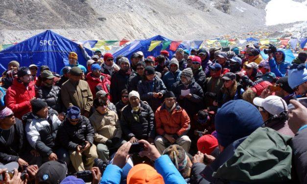 Il governo Nepalese sul tetto del mondo