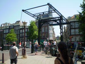 Amsterdam bridge 300x225 - Racconto breve e immagini da Amsterdam