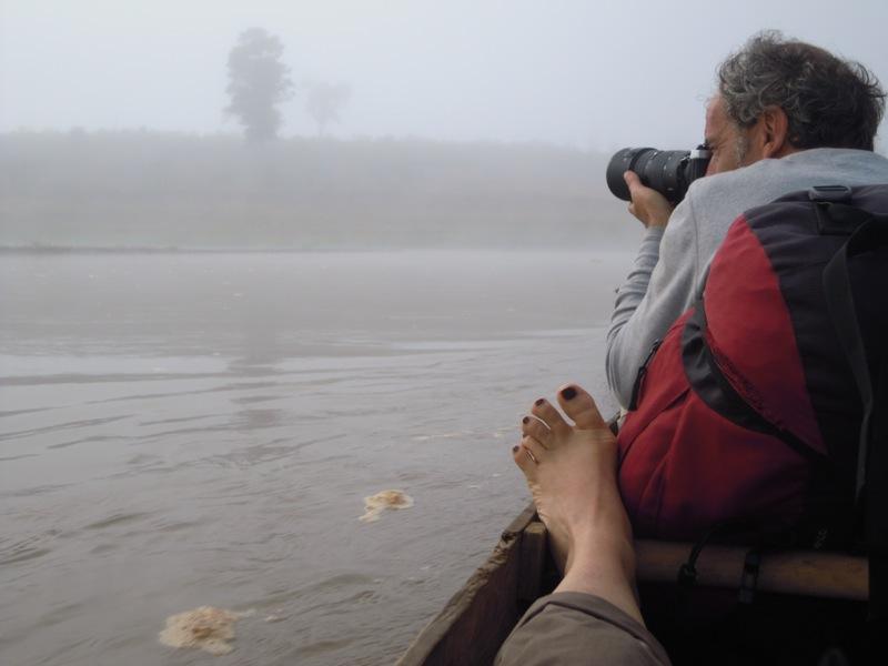 Madagascar - alba nella nebbia sul fiume