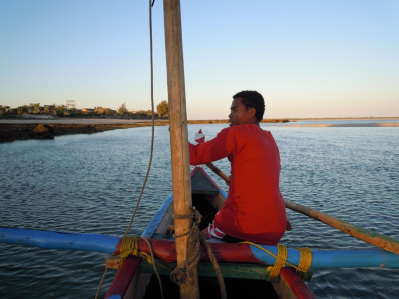 Madagascar - Bélo sur Mer : pirogue a voile