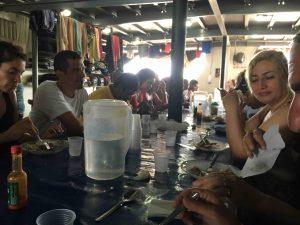 amici alla mensa del battello - Amazon river