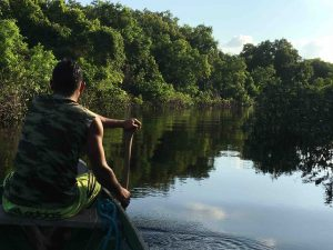 in canoa sul Rio Negro